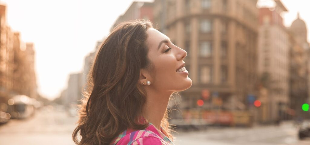 38 Ways to Become the Best Version of Yourself_Becoming self-confident_Happy woman in city