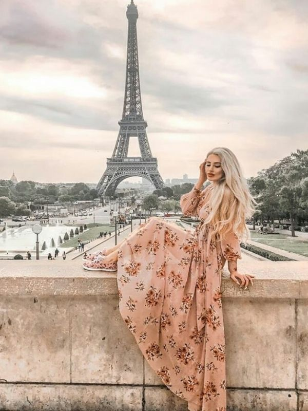 Girl in front of the eiffel tower in a rose maxi dress with floral print