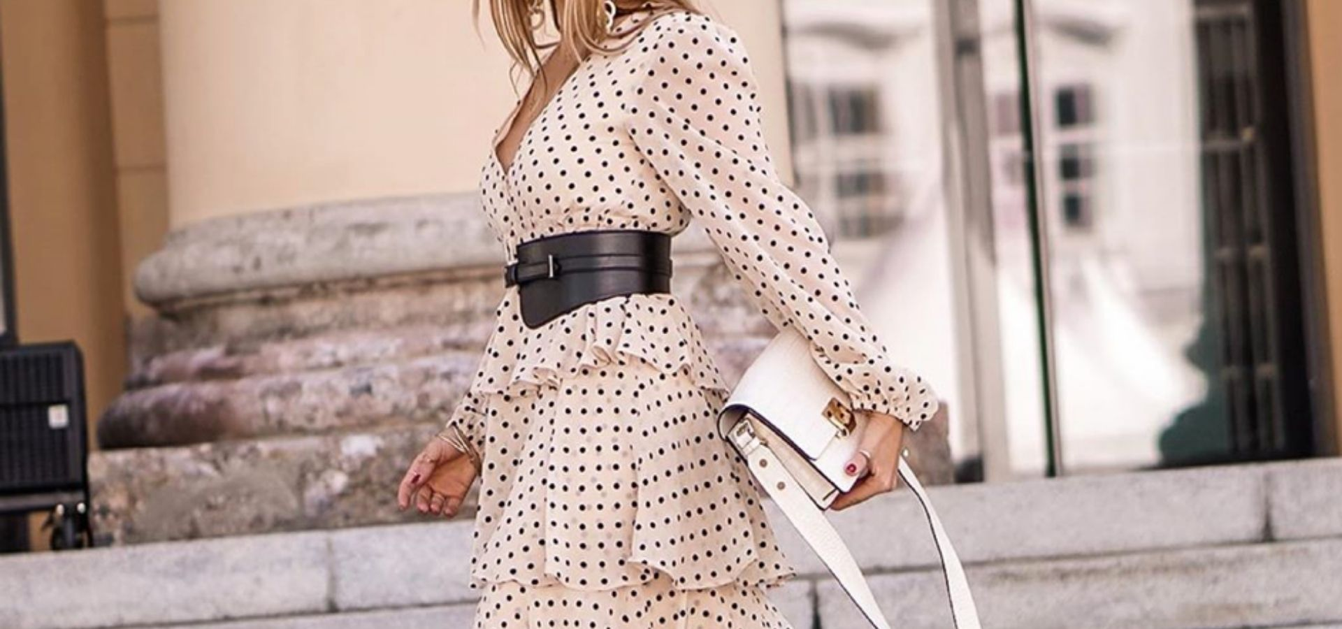 Maxi Dresses_Girl in rose Dress with black Dots_black belt_white handbag