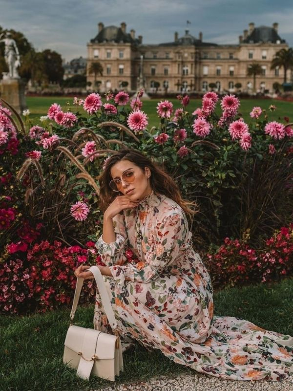 Maxi Dresses_girl in a Paris chic Dress with floral pattern and long sleeves