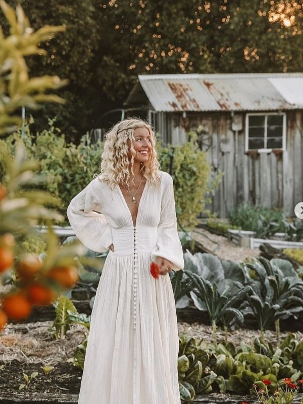 Girl in a white maxi dress with long sleeves and buttons_button-through dress