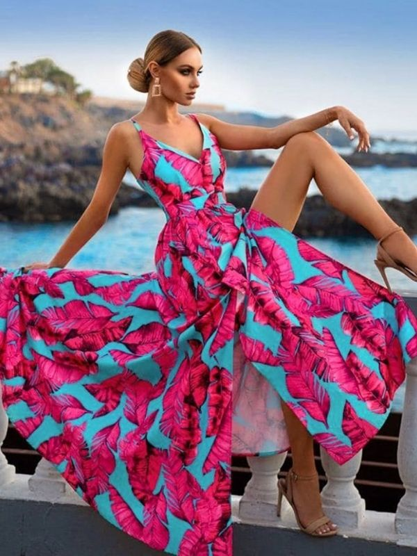 Maxi Dresses_girl in a dress with exeptional feder pattern_turquois and pink