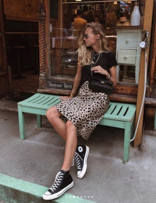 Pretty leopard skirt_Must-Have_Leopard Skirt_Animal Print_Girl with Leo Skirt and Chucks on a Bench