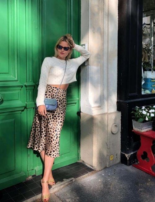 Beautiful leopard skirt_Must-Have_Leopard Skirt_Animal Print_Girl with Leo Skirt, white Pullover and blue Handbag