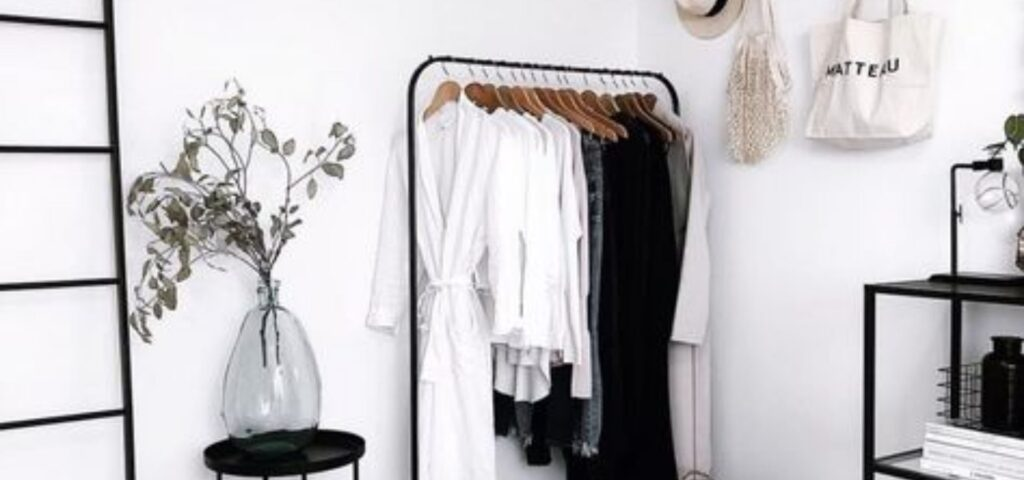 34 functional & stylish clothes racks_Modern minimalist room_black and white