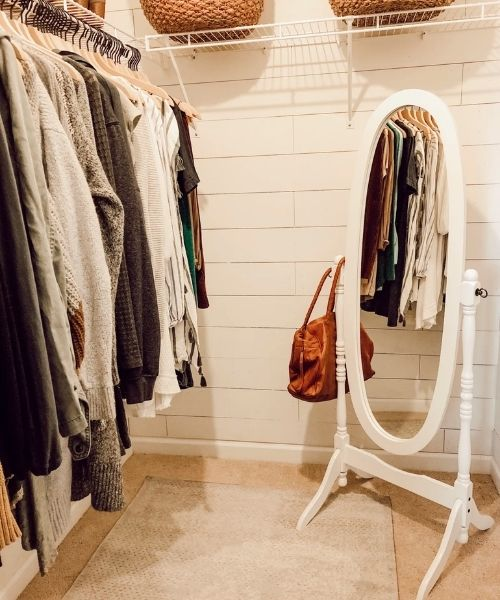 Inspirations & Storage Essentials for an organised and stylish wardrobe_small walkin Closet