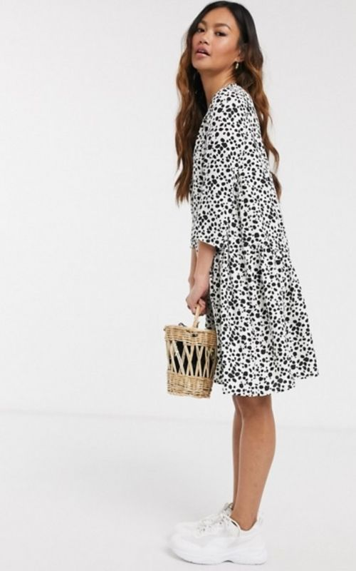 Beautiful Dresses for Mild Summer Evenings_Knee-long white Dress with Dots