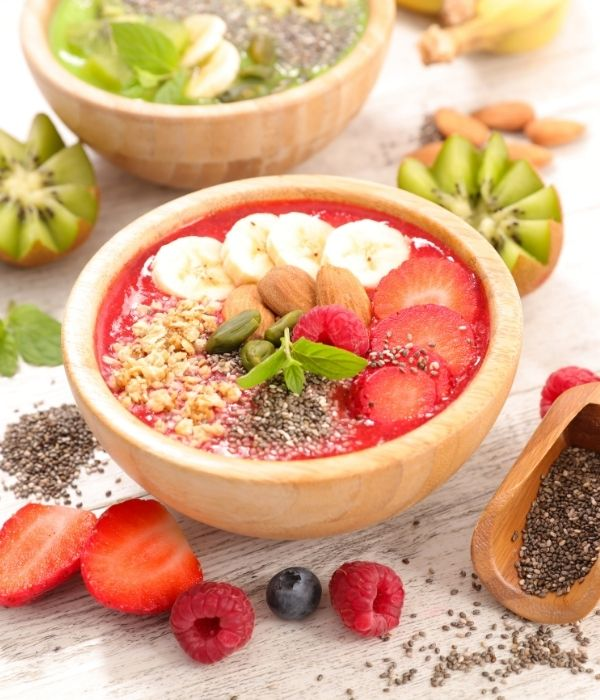 Smoothie Bowl Guide_Build your Perfect Bowl for Optimal Nutrition_red Smoothie Bowls with Bananas, Strawberries and Seeds