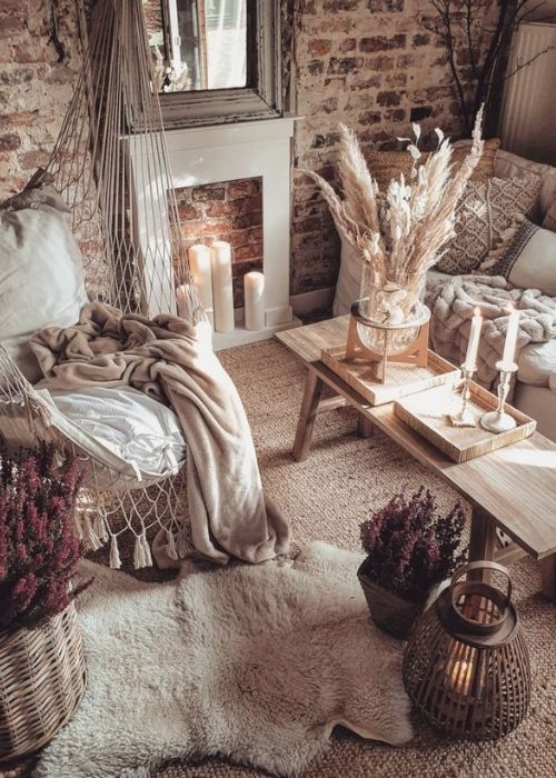 Natural Decoration_Cosy Living Room with Autumnal Decor and fire place