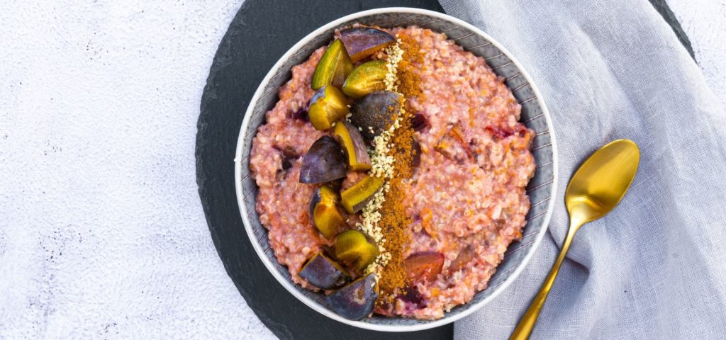 Lower-Carb Plum Cinnamon Porridge_Flatlay