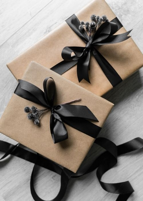 minimalist natural christmas packaging black bows and dark flowers