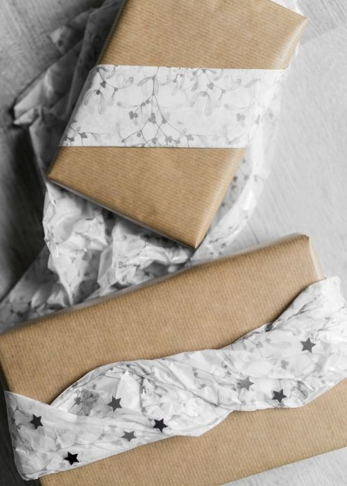 natural christmas packaging with white paper rope