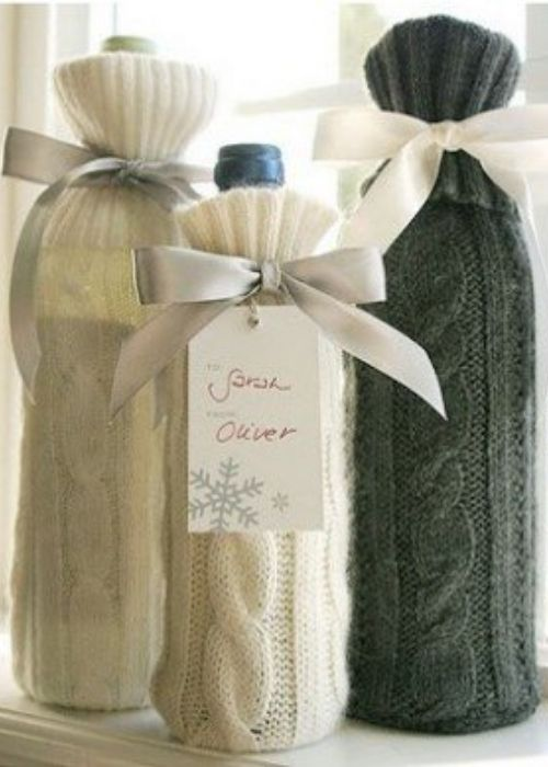 Christmas Gift Wraps_white and green pullover wrapping
