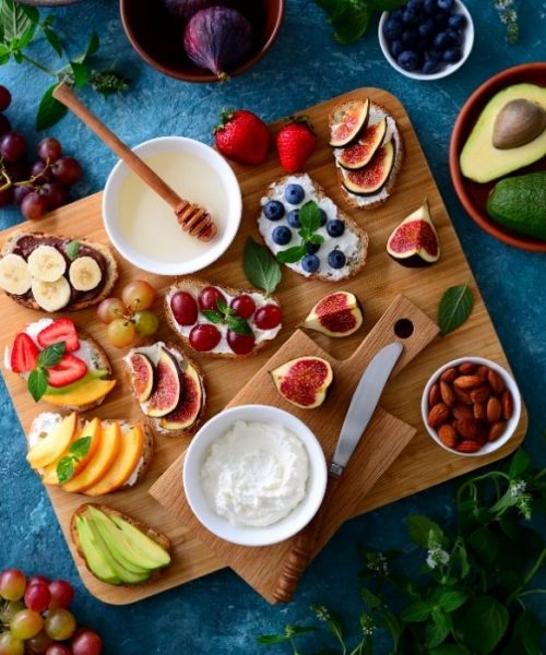 Gift Guide for Health and Fitness Lover_Flatlay of healthy Breakfast on wooden board