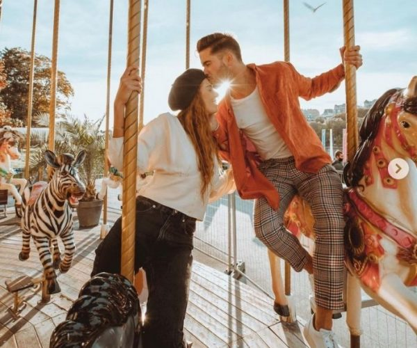 Gifts for boyfriend_Date Day_Couple kissing on carousel at funfair