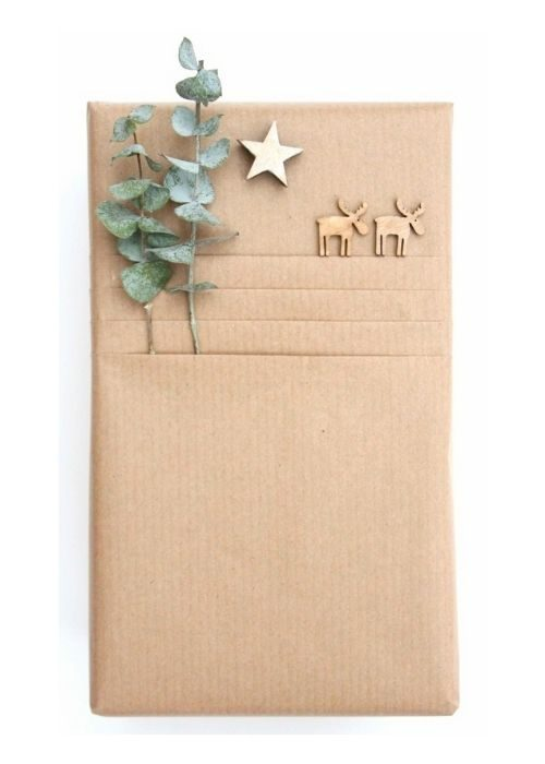 Christmas Gift Wraps_natural christmas packaging with leaves and reindeers