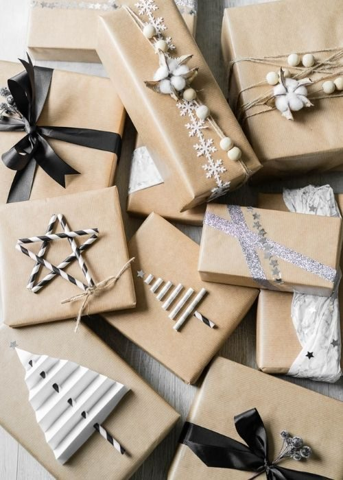 Christmas Gift Wraps_natural christmas packaging with natural, silber and white rope and paper figures